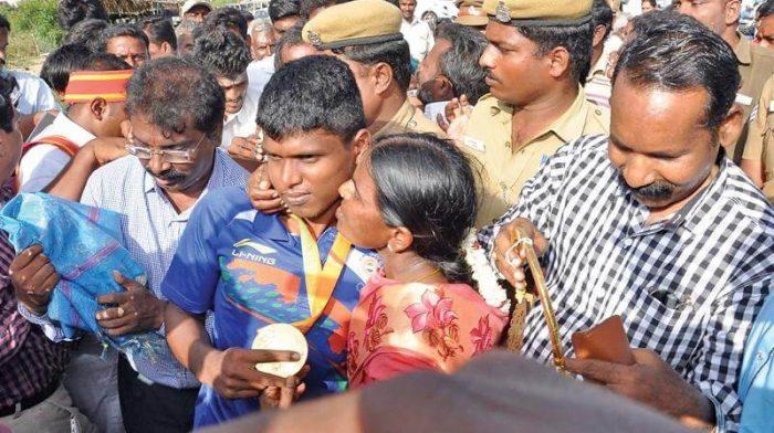 Mariyappan thangavelu with his mother