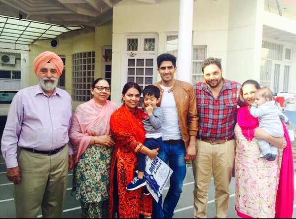 Vijender singh with family