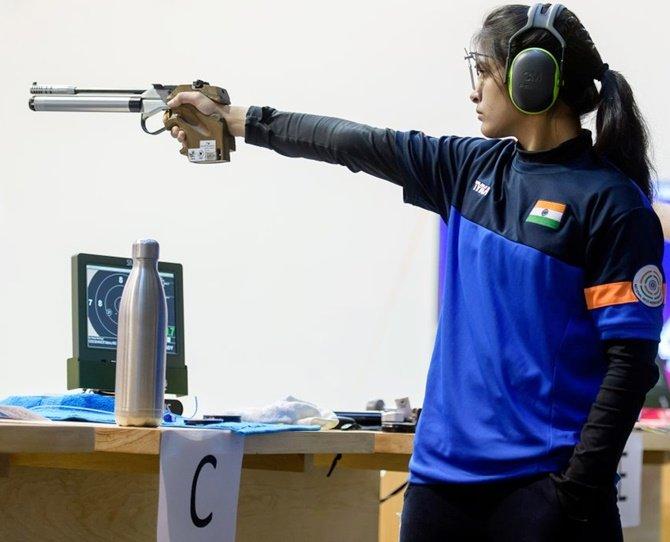 Manu Bhaker shooting