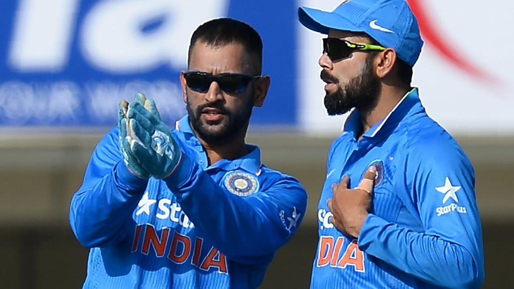 kohli with dhoni