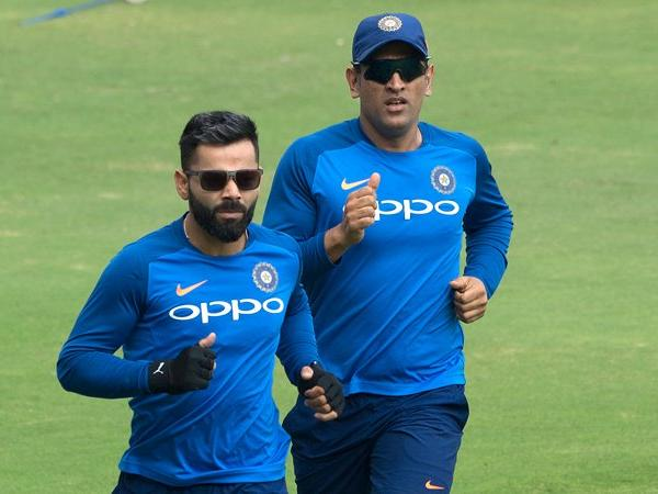 ms dhoni with virat kohli