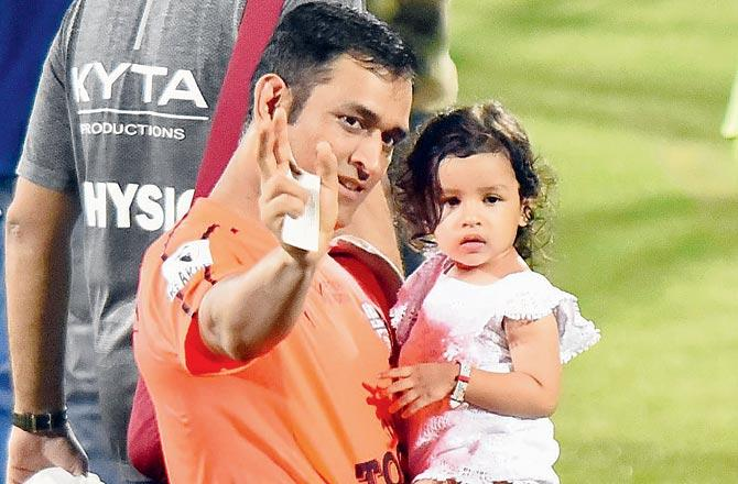 ms dhoni with daughter