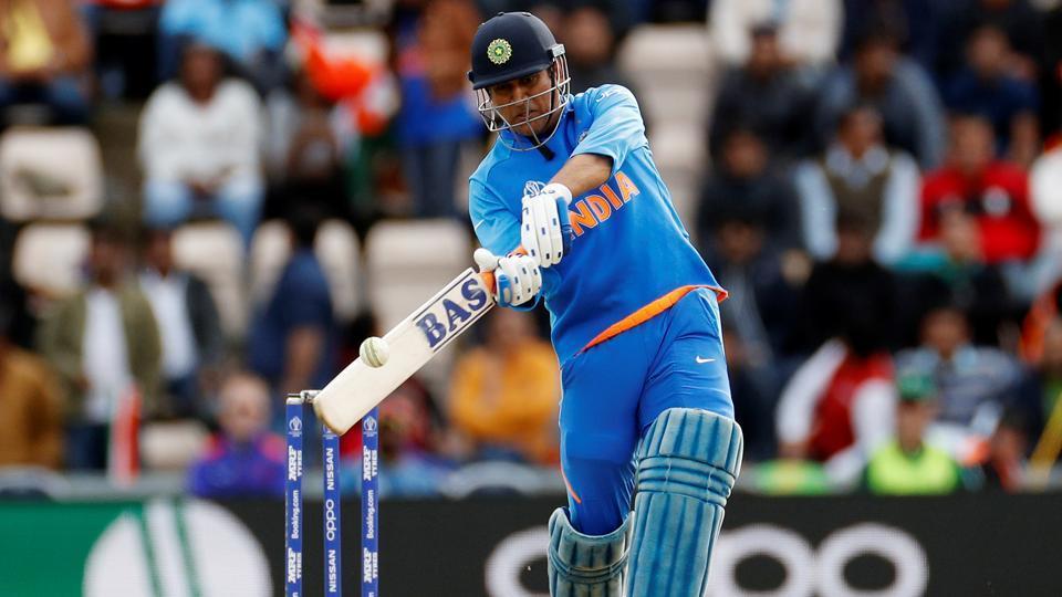 Best cricketer ever kreddon: MS Dhoni