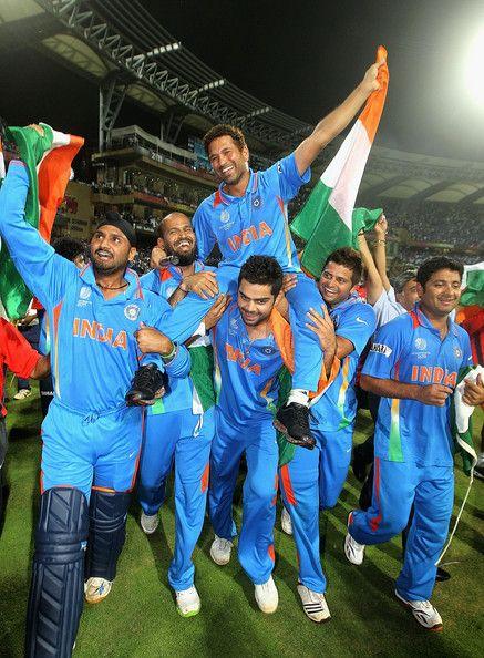 Virat carrying Sachin Tendulkar after 2011 World Cup victory Kreedon (Virat Kohli pics)