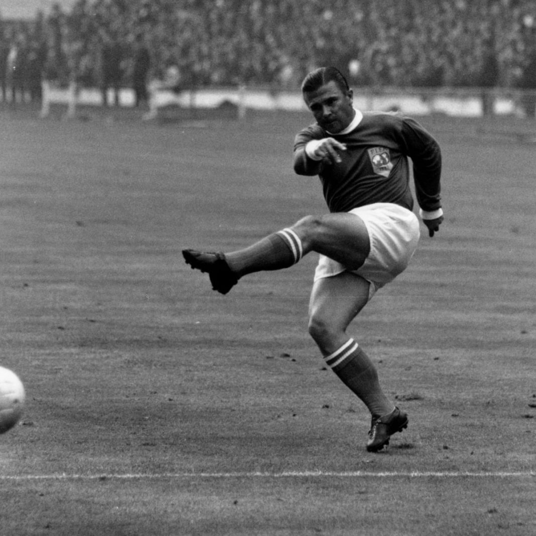 Ference Puskas - highest goal scorer in international football history most goals in football | KreedOn